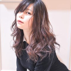 フェミニン ロング 前髪あり カシスレッド ヘアスタイルや髪型の写真・画像