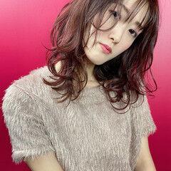 ミディアム チェリーピンク ガーリー シースルーバング ヘアスタイルや髪型の写真・画像