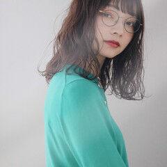 大人かわいい オリーブグレージュ パーマ セミロング ヘアスタイルや髪型の写真・画像