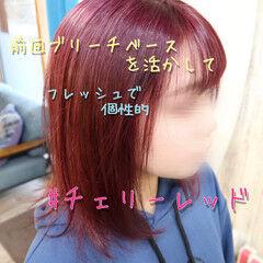 チェリーレッド ミディアム ガーリー ピンクカラー ヘアスタイルや髪型の写真・画像