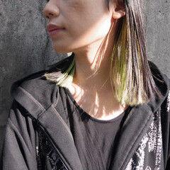 インナーグリーン セミロング エメラルドグリーンカラー 切りっぱなしボブ ヘアスタイルや髪型の写真・画像