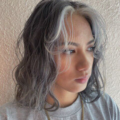 ミディアム ナチュラル 波ウェーブ ゆるウェーブ ヘアスタイルや髪型の写真・画像