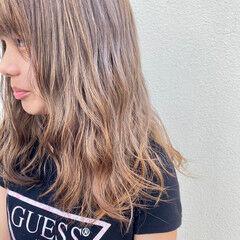 オリーブアッシュ ミルクティーアッシュ ピンクベージュ オリーブブラウン ヘアスタイルや髪型の写真・画像
