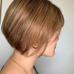 オレンジベージュ エレガント ショートヘア アプリコットオレンジ ヘアスタイルや髪型の写真・画像