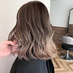 ミディアム ハイトーンボブ うる艶カラー バレイヤージュ ヘアスタイルや髪型の写真・画像