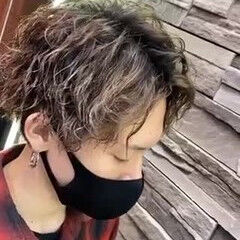 モード メンズショート メンズパーマ スパイラルパーマ ヘアスタイルや髪型の写真・画像