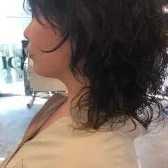 ウルフパーマ ウルフカット ミディアム くせ毛風 ヘアスタイルや髪型の写真・画像