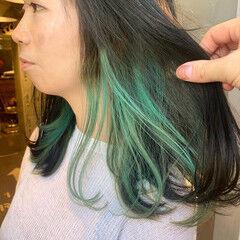 インナーブルー インナーグリーン アンニュイほつれヘア インナーカラー ヘアスタイルや髪型の写真・画像