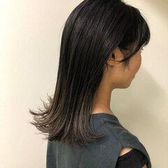 切りっぱなしボブ モード ミディアム グレージュ ヘアスタイルや髪型の写真・画像