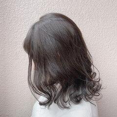 ブリーチなし ナチュラル アンニュイほつれヘア グレージュ ヘアスタイルや髪型の写真・画像