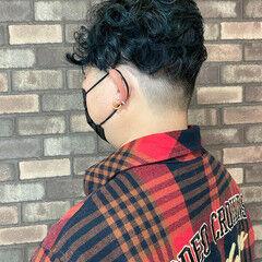イルミナカラー メンズパーマ ショート スロウ ヘアスタイルや髪型の写真・画像