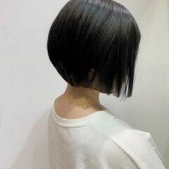ミニボブ ナチュラル 艶グレーベージュ 外国人風フェミニン ヘアスタイルや髪型の写真・画像
