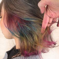 インナーカラー ミディアム レインボーカラー ブリーチカラー ヘアスタイルや髪型の写真・画像
