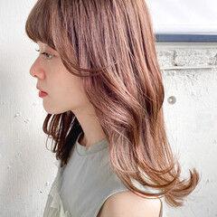 ミディアム 流し前髪 ベージュカラー デジタルパーマ ヘアスタイルや髪型の写真・画像