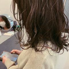 セミロング ゆるふわ アッシュ ラベンダーアッシュ ヘアスタイルや髪型の写真・画像
