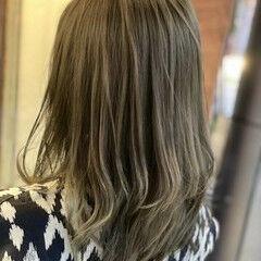 ミディアム ナチュラル マット オリーブアッシュ ヘアスタイルや髪型の写真・画像