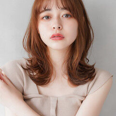 くびれカール 透明感カラー レイヤーカット ナチュラル ヘアスタイルや髪型の写真・画像