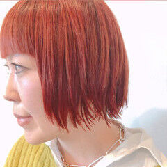 ガーリー ハイトーンカラー 前髪パッツン ボブ ヘアスタイルや髪型の写真・画像