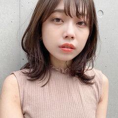 ミディアムレイヤー ウルフレイヤー 簡単ヘアアレンジ ナチュラル ヘアスタイルや髪型の写真・画像