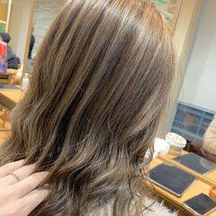 外国人風 アッシュ ナチュラル 極細ハイライト ヘアスタイルや髪型の写真・画像