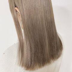 ホワイトベージュ ショートボブ ブリーチ必須 セミロング ヘアスタイルや髪型の写真・画像