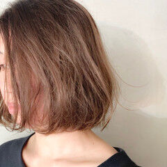 ニュアンスパーマ 大人かわいい ナチュラル 大人カジュアル ヘアスタイルや髪型の写真・画像
