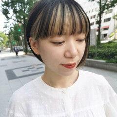 インナーカラーホワイト 重めバング ナチュラル ワイドバング ヘアスタイルや髪型の写真・画像