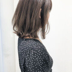 外ハネ アンニュイほつれヘア フェミニン グレージュ ヘアスタイルや髪型の写真・画像