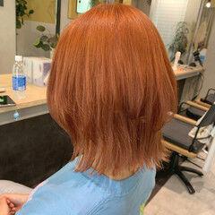 ブラットオレンジ オレンジカラー ミディアム オレンジベージュ ヘアスタイルや髪型の写真・画像