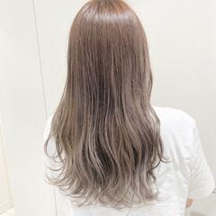 ホワイトベージュ ホワイトカラー セミロング ホワイトアッシュ ヘアスタイルや髪型の写真・画像