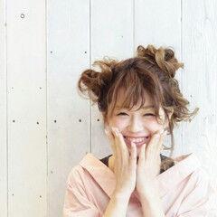 セミロング ヘアアレンジ ガーリー お団子 ヘアスタイルや髪型の写真・画像