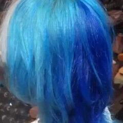 ショート ウルフカット 派手髪 ツートンカラー ヘアスタイルや髪型の写真・画像