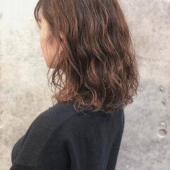 波巻き パーマ アンニュイほつれヘア ミディアム ヘアスタイルや髪型の写真・画像