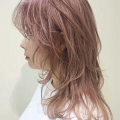 ストリート ウルフ アンニュイほつれヘア ピンクベージュ ヘアスタイルや髪型の写真・画像