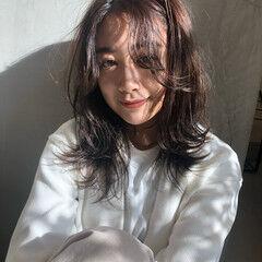 透け感アッシュ セミロング ニュアンスウルフ ミディアムレイヤー ヘアスタイルや髪型の写真・画像