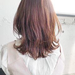 ミディアム くびれボブ ナチュラル シアーベージュ ヘアスタイルや髪型の写真・画像
