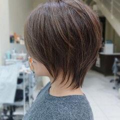 くびれカール ウルフカット ショートヘア コントラストハイライト ヘアスタイルや髪型の写真・画像