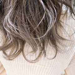 ハイトーンカラー ホワイトグレージュ エレガント ブリーチ ヘアスタイルや髪型の写真・画像