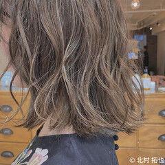 ブリーチオンカラー 極細ハイライト ボブ 無造作ヘア ヘアスタイルや髪型の写真・画像