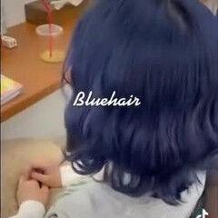 派手髪 ネイビーブルー 切りっぱなしボブ 小顔 ヘアスタイルや髪型の写真・画像