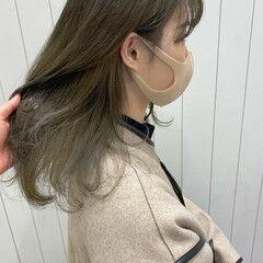 透け感ヘア オリーブカラー マットグレージュ オリーブ ヘアスタイルや髪型の写真・画像
