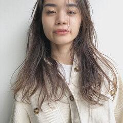 透け感ヘア ロング シースルーバング ニュアンスパーマ ヘアスタイルや髪型の写真・画像