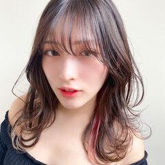 セミロング インナーカラー ブリーチカラー うざバング ヘアスタイルや髪型の写真・画像