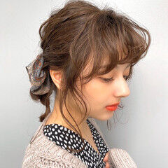 スカーフアレンジ 簡単ヘアアレンジ ヘアアレンジ セルフヘアアレンジ ヘアスタイルや髪型の写真・画像