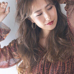 ウェーブヘア ロング アッシュベージュ ヌーディベージュ ヘアスタイルや髪型の写真・画像