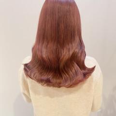 ピンクベージュ セミロング ナチュラル ブリーチなし ヘアスタイルや髪型の写真・画像