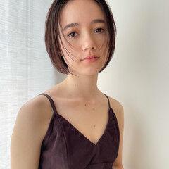 ナチュラル 小顔ショート レイヤーカット オリーブグレージュ ヘアスタイルや髪型の写真・画像