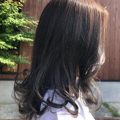 グレーアッシュ カール アッシュ グレー ヘアスタイルや髪型の写真・画像