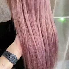 フェミニン ピンクパープル セミロング ダブルブリーチ ヘアスタイルや髪型の写真・画像