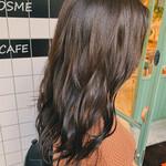ロング 巻き髪 グラデーションカラー オリーブ
